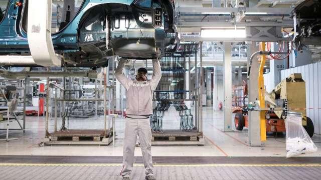化合物半導體 助汽車零組件產業脫胎換骨。(圖:AFP)