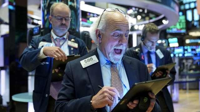 全球股市多頭派對延續!日港股漲逾1% 極地寒流襲美Brent漲破63美元 (圖:AFP)