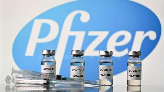 輝瑞疫苗打頭陣 日本正式展開接種 (圖片:AFP)