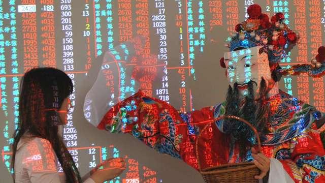 台股牛年開紅盤單日大漲 559 點。(圖:AFP)