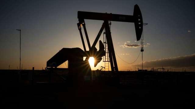 〈能源盤後〉德州停產、煉油廠持續關閉 原油漲不停 WTI固守60美元大關(圖片:AFP)