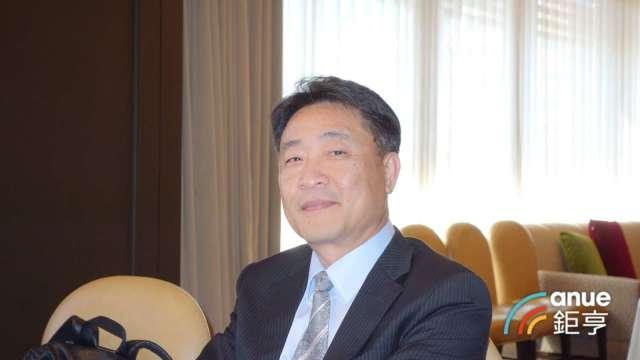 燿華總經理洪顯青。(鉅亨網記者張欽發攝)