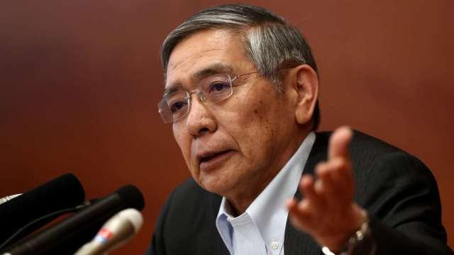 黑田東彥進官邸報告:貨幣寬鬆將長期施行 (圖片:AFP)