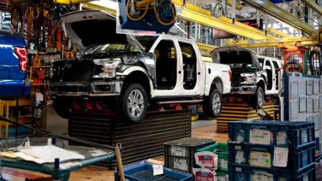 惡劣氣候席捲汽車業 福特、通用等美墨工廠被迫停工(圖:AFP)