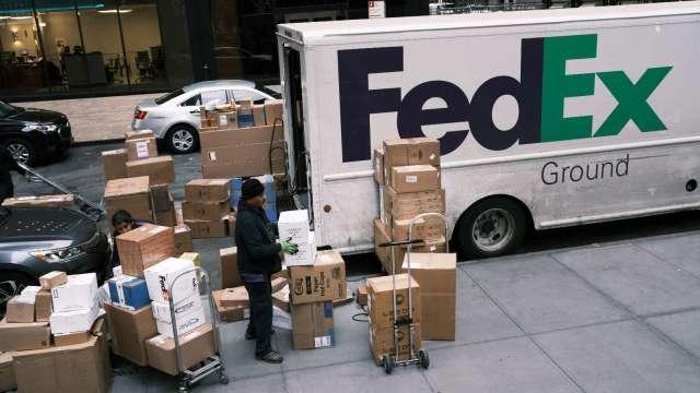 網購貨運成本恐不斷升高!分析師:宜改用網購自取、第三方送貨(圖片:AFP)