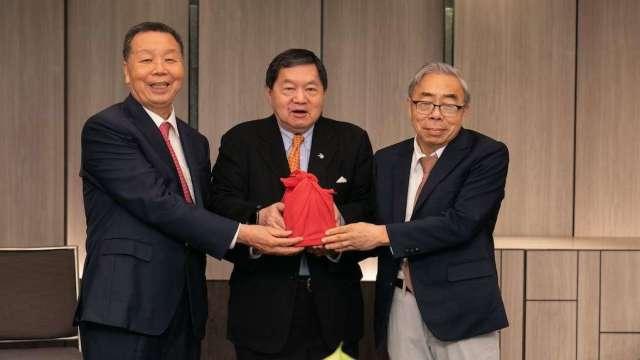 宜進董事長詹正田(左)。(圖:紡拓會提供)