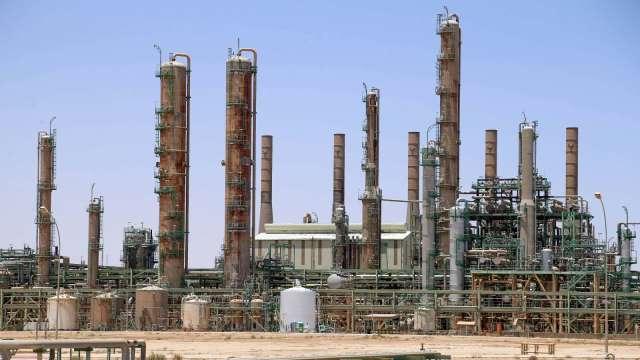 供應不及復甦需求 高盛上調油價預期 (圖片:AFP)