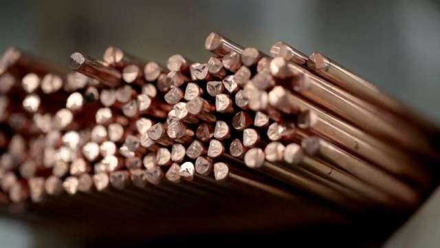 銅價漲破每噸9000美元 歷史性短缺擔憂推升價格(圖:AFP)