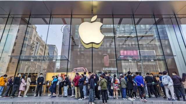 iPhone 12銷量挹注 蘋果睽違5年重奪智慧手機銷售寶座 (圖:AFP)
