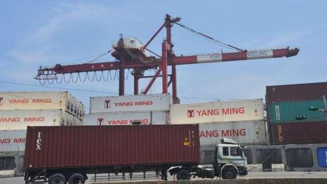 台灣出口去年創高今年續旺?CRIF:出口轉型面臨三大問題。(圖:AFP)