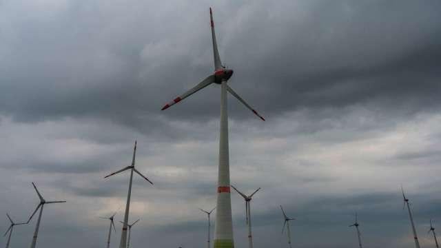 風電等相關儲能系統,為中碳介相石墨碳微球應用領域。(圖:AFP)