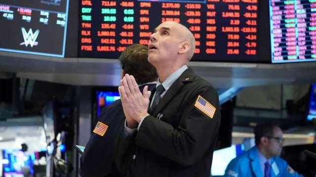 全球避險情緒升溫 歐美股市下跌、比特幣重挫 (圖:AFP)