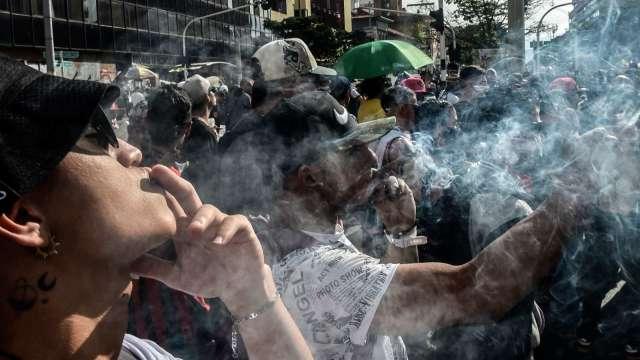 過嗨了!分析師:美國大麻合法化炒過頭 Canopy股價太貴(圖片:AFP)