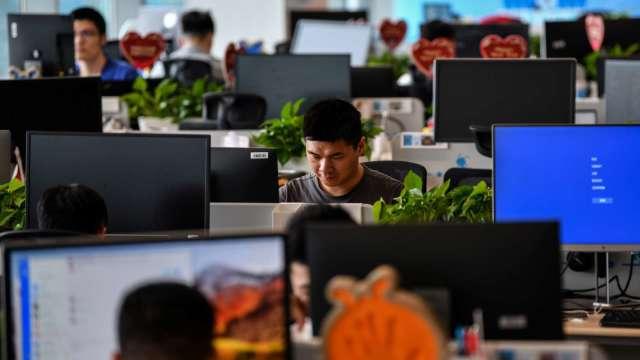 年後轉職遞延效應浮現 4成企業擴編 非主管職平均月薪35K。(圖:AFP)