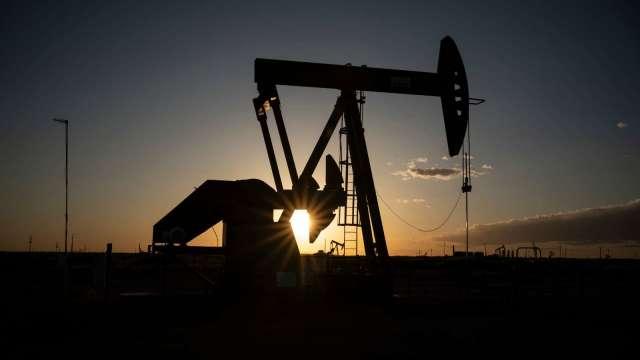 〈能源盤後〉美元上漲、OPEC+會議在即 市場緊張 原油大跌 但WTI本月漲近18% (圖片:AFP)