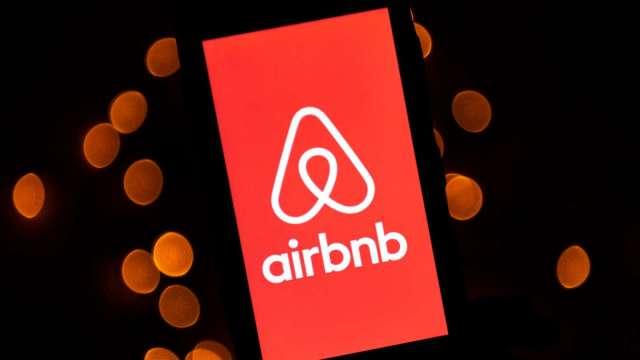 旅遊業最棒資產!Airbnb財報亮眼 華爾街調升目標價 激勵股價漲逾13% (圖片:AFP)