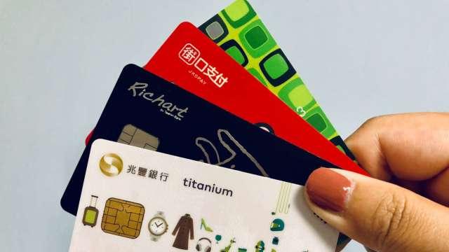 從未銀行有往來的信用小白,可嘗試從申辦信用卡切入。(圖:業者提供)