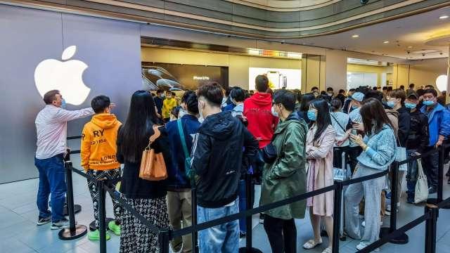 新冠爆發以來首次!全美270家蘋果商店全數開門營業   (圖片:AFP)