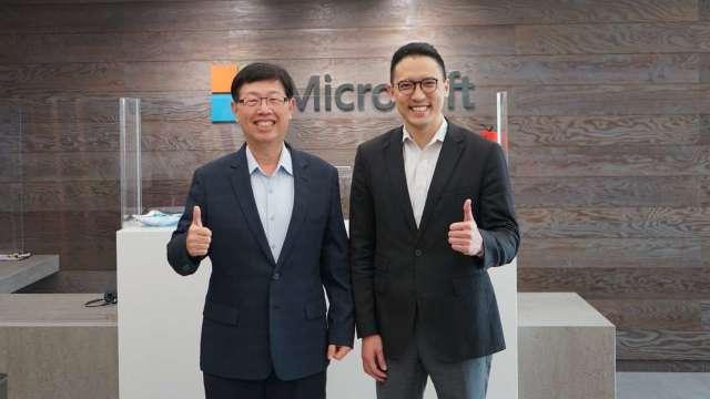 台灣微軟總經理孫基康(右)、鴻海董事長劉揚偉(左)。(圖:微軟提供)