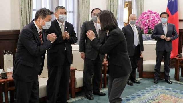 總統蔡英文今 (2) 日上午接見八大工商團體理事長。(圖:總統府提供)