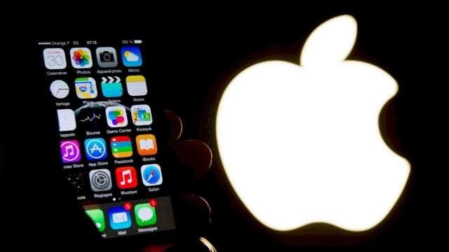 iPhone換Type-C無望?郭明錤:蘋果蘋果寧可採MagSafe無線充電(圖:AFP)