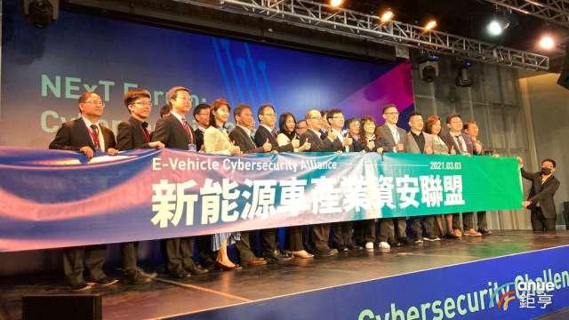 鴻海研究院舉辦資安論壇,同時宣布「新能源/電動車產業資安聯盟」正式成軍。(鉅亨網記者彭昱文攝)