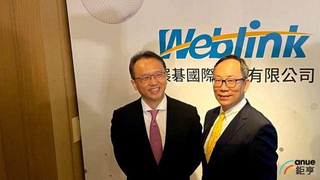 左為展碁董事長陳俊聖,右為總經理林佳璋。(鉅亨網記者沈筱禎攝)