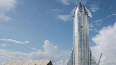 SpaceX星艦成功著陸後  引擎起火炸成火球(圖片:AFP)