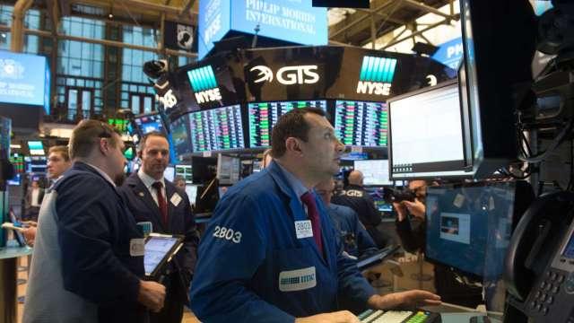 〈美股早盤〉市場關注鮑爾談話 美股開平震盪 道瓊漲逾百點    (圖:AFP)