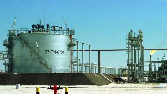 沙國石油重鎮遇襲 油價亞洲盤大漲逾2%(圖片:AFP)