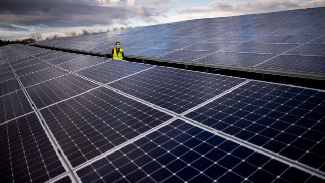 綠能概念股前景佳  分析師上調評等(圖片:AFP)