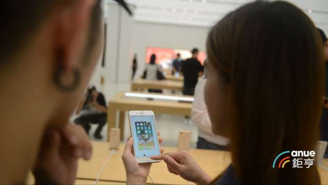 天風證券郭明錤:大立光將受惠iPhone鏡頭規格升級新產品與新應用。(鉅亨網記者張欽發攝)