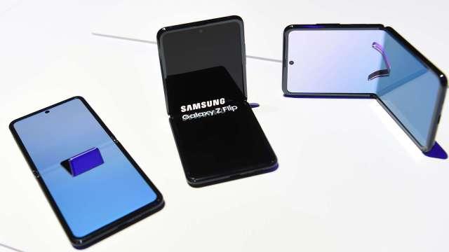 DSCC:三星稱霸2020年摺疊型手機市場 預測今年連莊 (圖片:AFP)
