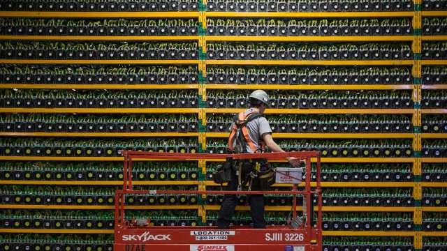 比特幣狂潮席捲全球 中企也掀起加密貨幣淘金熱? (圖:AFP)