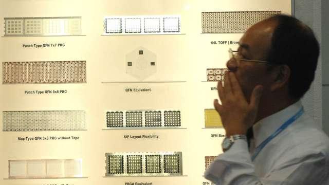 半導體產業景氣升溫,相關設備需求暢旺。(圖:AFP)