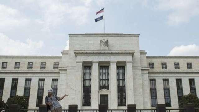 聯邦資金巿場利率透端倪 華爾街對調高關鍵利率的預期轉趨保守 (圖:AFP)