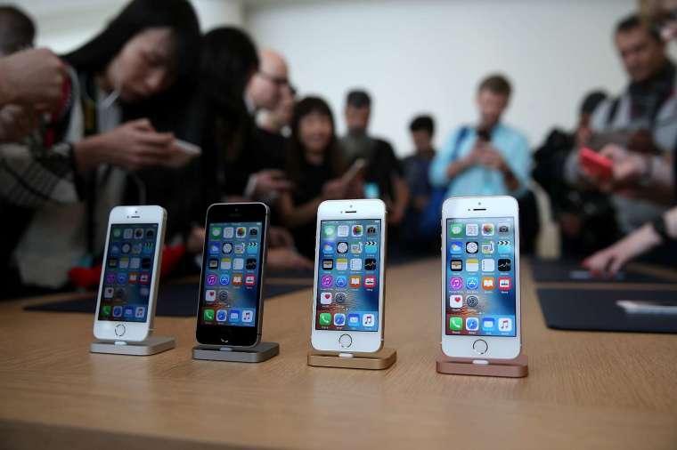 蘋果今年的 iPhone 出貨量有望超過 2.3 億部。(圖片:AFP)