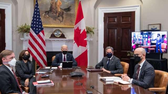 美國國務卿布林肯 (右二) 及白宮國安顧問蘇利文 (左一) (圖片:AFP)