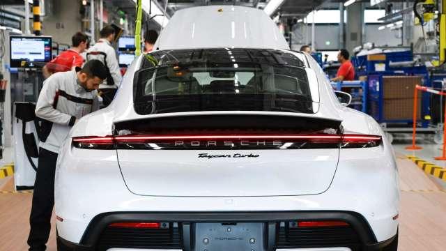 車用能源傳輸應用,帶動第三代半導體需求成長。(圖:AFP)