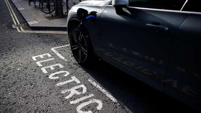 LG化學將在美國投資逾45億美元 興建電動車電池廠(圖片:AFP)
