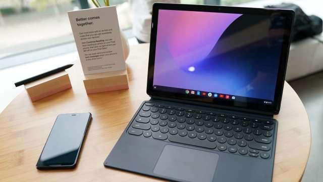 IDC估今年台灣PC出貨將下滑2.9%,筆電出貨將超越桌機。(圖:AFP)