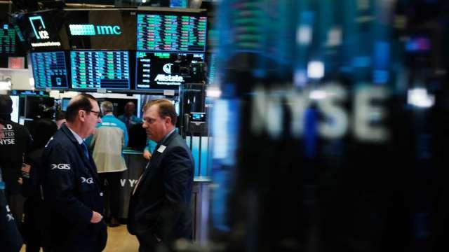 美債殖利率竄升 科技股領跌 那指、費半負傷 (圖片:AFP)
