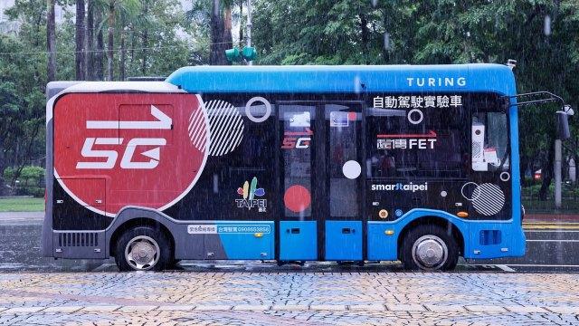 〈觀察〉電信商挾網路優勢 搶進電動巴士市場。(圖:遠傳提供)