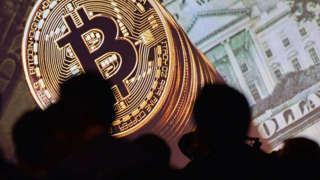 比特幣由前高61000美元上方下落 失守6萬美元關卡(圖:AFP)