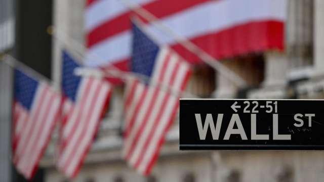 美股期貨上升 美國啟動日光節約時間 (圖片:AFP)