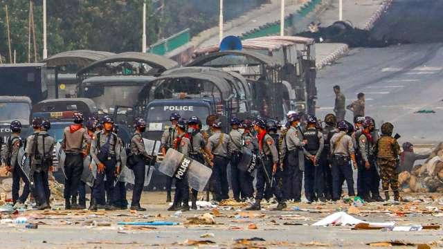 〈緬甸政變〉UNIQLO、GU合作夥伴工廠疑遭縱火 產品生產亦出現延誤 (圖片:AFP)