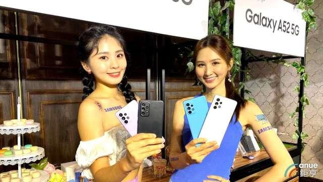三星Galaxy A52 5G。(鉅亨網記者沈筱禎攝)