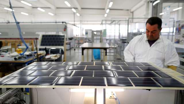 綠能需求越趨龐大 看好今年太陽能營收成長。(圖:AFP)