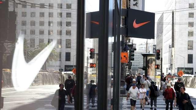 〈財報〉缺櫃衝擊!Nike Q3營收成長減速 盤後跌近4% (圖:AFP)