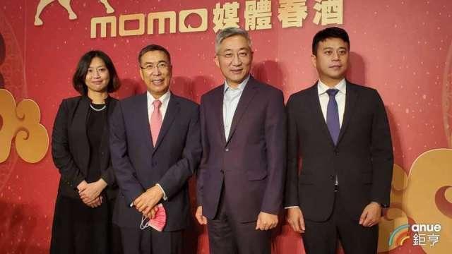 富邦媒董事長林啟峰(左2)和總經理谷元宏(右2)。(鉅亨網資料照)